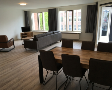 2064-9 Fully furnished apartment at the train station