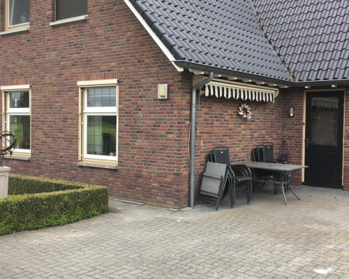 1009 - House in the countryside near the city Almelo
