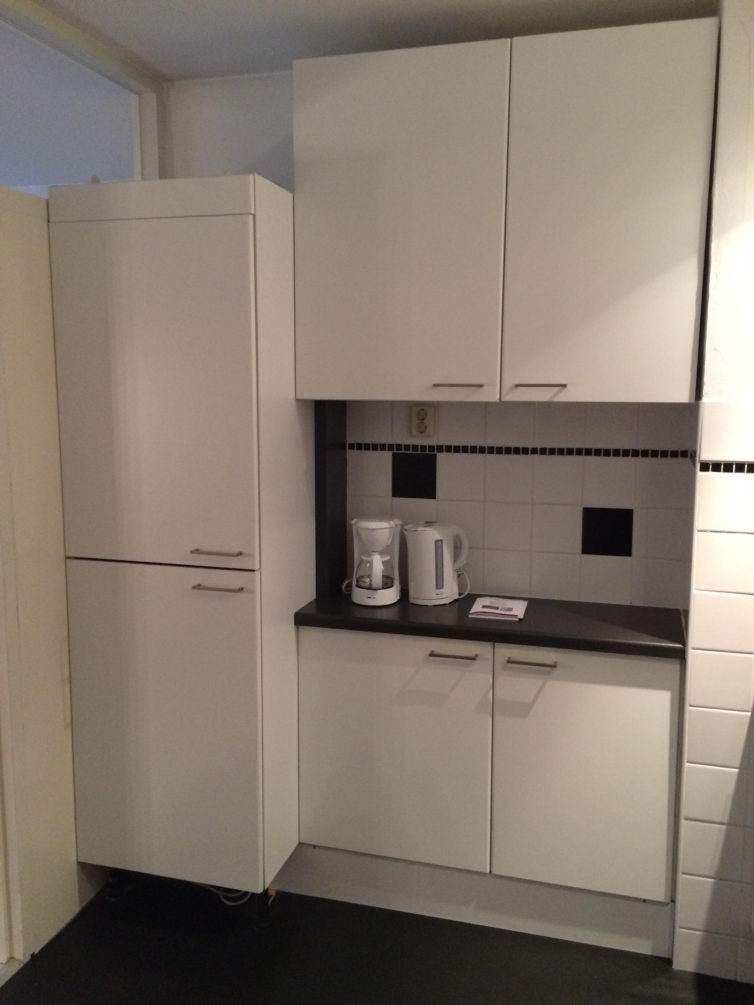 Te huur 2033 gemeubileerd appartement dichtij het centrum en de universiteit van enschede - Center meubilair keuken ...